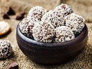 Бонбони (топчета) от нахут, ядки и сушени плодове